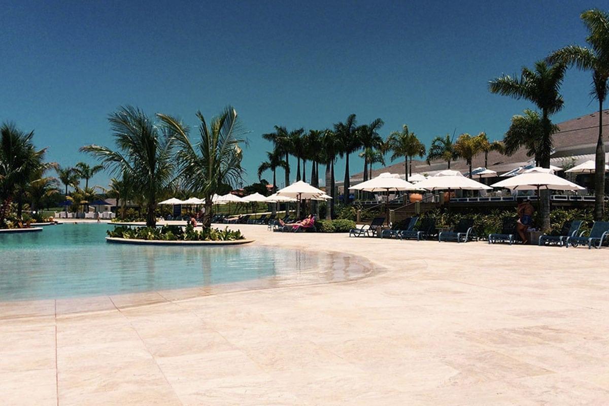 Maravilhosa Piscina de Borda Infinita no Clube Slim (padrão Resort), um Iate Clube Incrível   Riviera de Santa Cristina II
