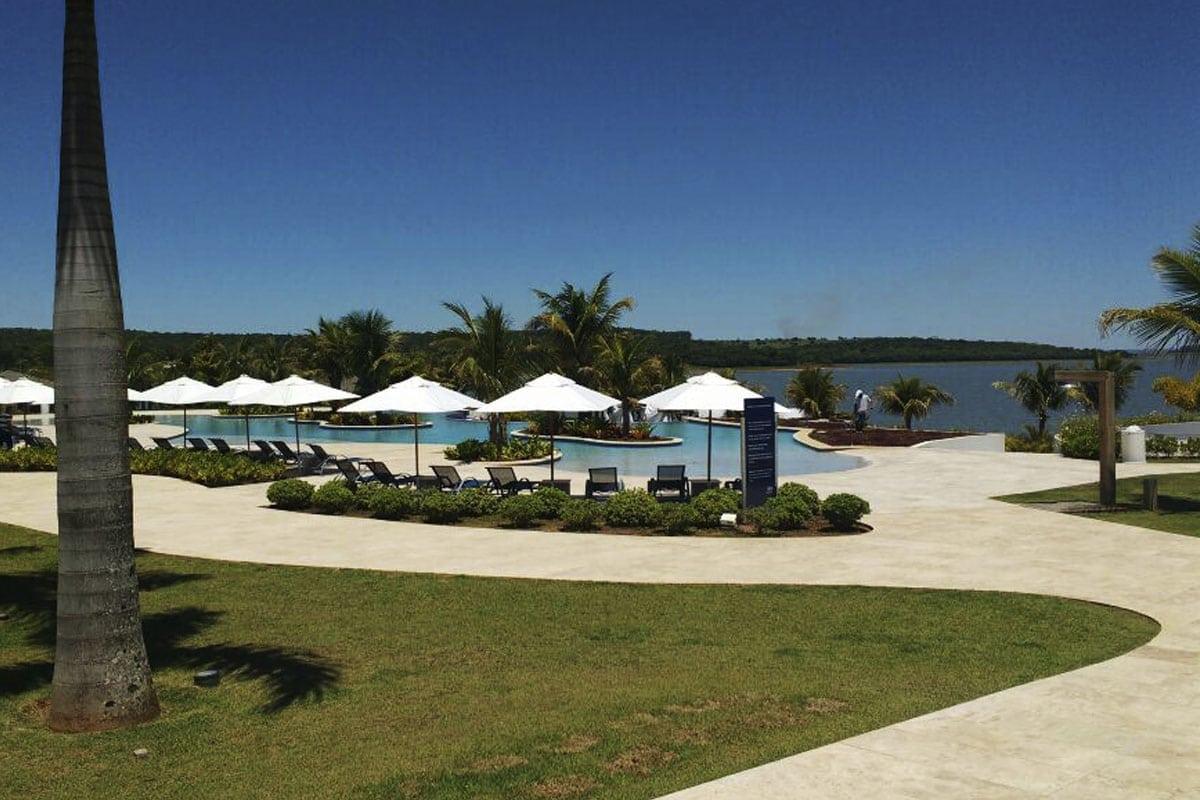 Belíssimas Piscinas no Clube Slim (padrão Resort)   Riviera de Santa Cristina II